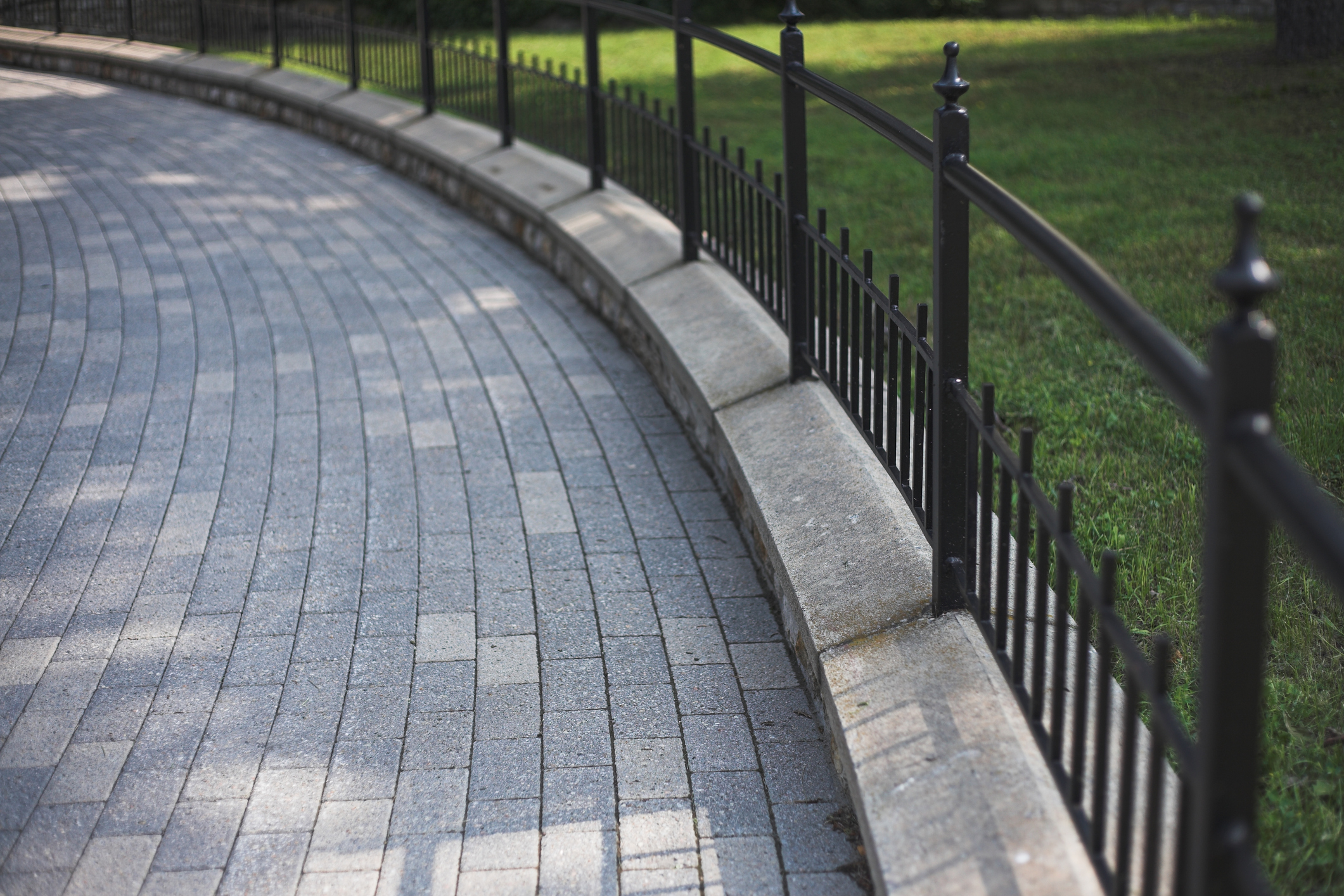 Create Elegance with Driveway Pavers