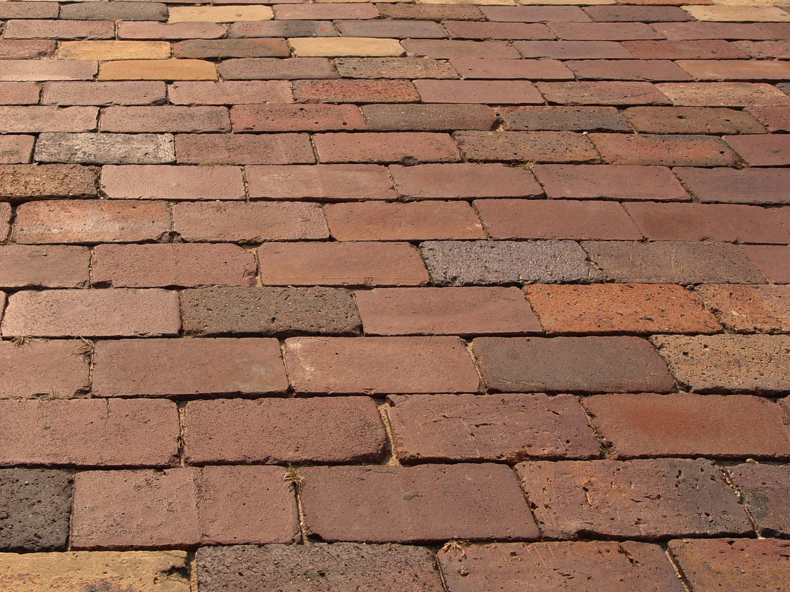 How to Decide Between Concrete and Brick Pavers
