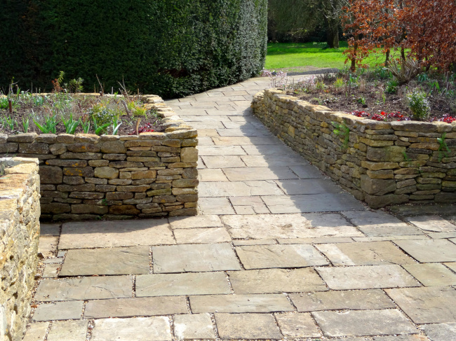 How to Use Hardscaping in Your Landscape Design